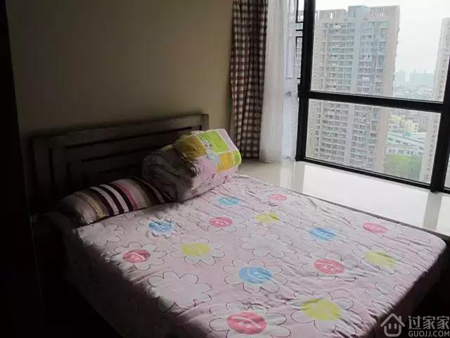 124平简约风格三居室,实木家具装饰看起来温馨很多