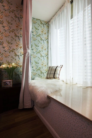79平白色美式住宅欣赏飘窗
