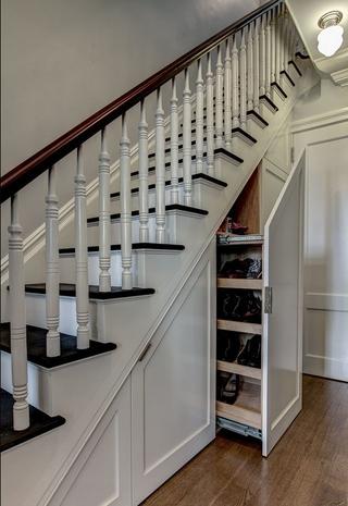 高大上美式别墅欣赏楼梯间