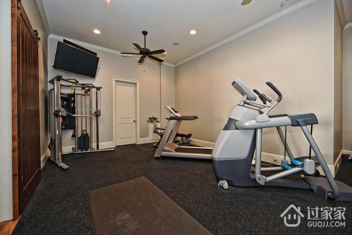 地下室改造的健身房