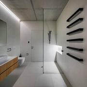 个性不失温馨现代别墅欣赏卫生间