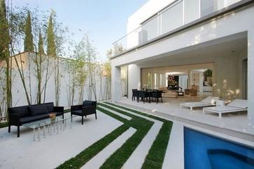 白色现代休闲别墅欣赏庭院