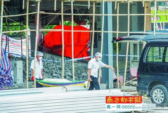 商场正在装修墙体突然塌了 装修临时工被压身亡