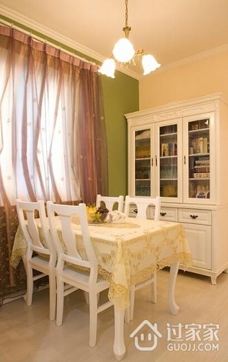 温馨暖色餐厅餐桌摆放图 精致空间