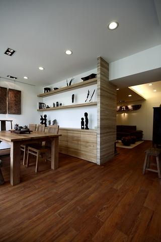 客厅与餐厅的链接处