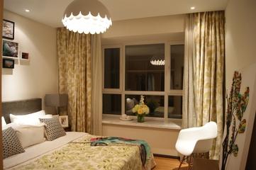 米色现代温馨卧室灯饰图片