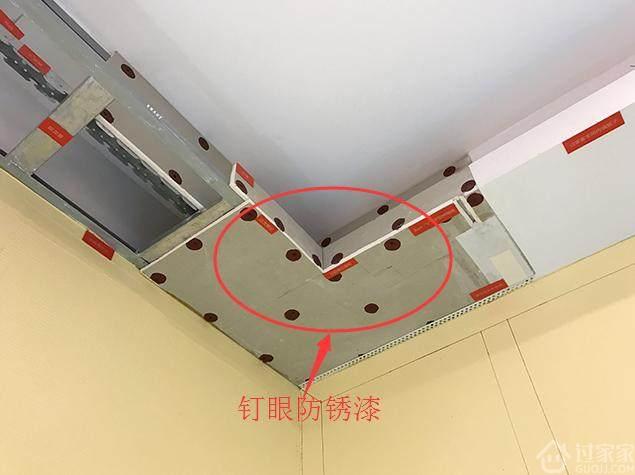 """我家石膏板吊顶做成""""马蜂窝"""",我直喊停工!老师傅说了实情"""
