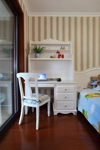 美式风三居室案例欣赏卧室梳妆台
