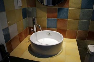 79平地中海温馨住宅欣赏洗手间