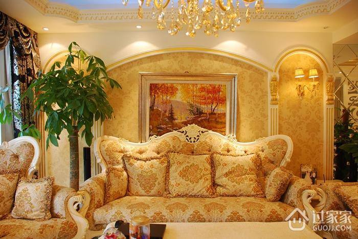 奢华欧式风情四居室欣赏客厅灯饰设计