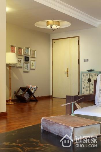 东南亚风格三居室欣赏客厅吊顶