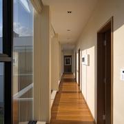 豪华现代风木质地板通道