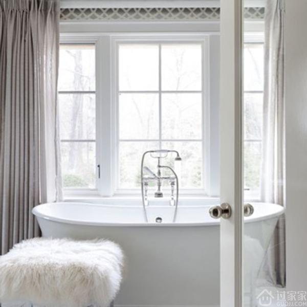 欧式简约风卫生间浴缸装修效果图