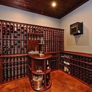 地下室改造的美式乡村藏酒室