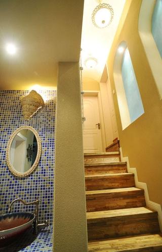 78平地中海复式楼欣赏楼梯间