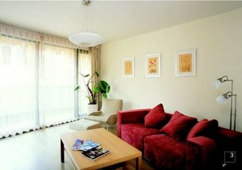 62平方米两室两厅装修 门窗套步入式衣柜背景音响颠覆传统