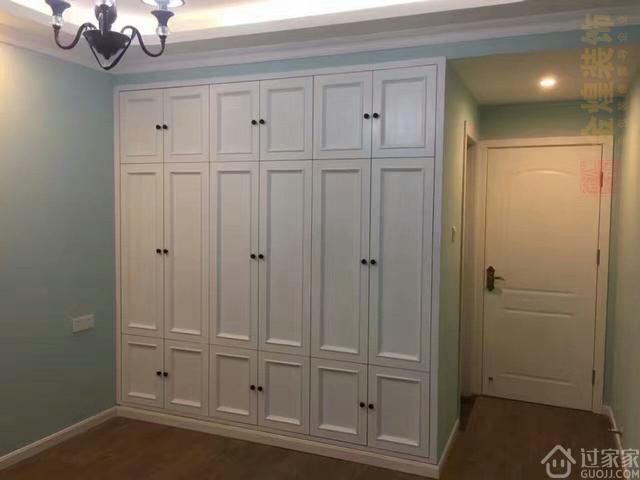 衣柜推拉门缝隙大易积灰,平开门更实用