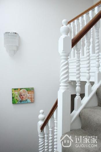 128平时尚现代复式楼欣赏楼梯间