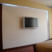 卧室电视白色背景墙