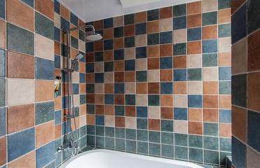 卫生间墙砖装修效果图 多彩生活