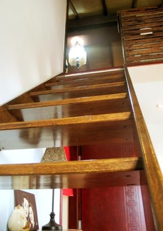 东南亚别墅装修楼梯