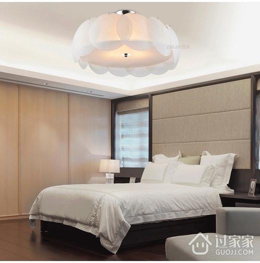 温馨现代卧室灯饰效果图 三口之家