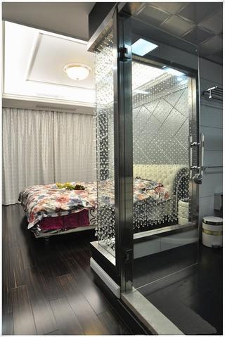 124平新古典三居欣赏卧室吊顶