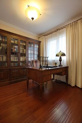 美式风三居室雅居欣赏书房书架设计