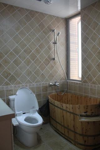 72平简约小两居欣赏卫生间窗户