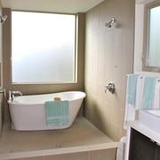 现代简约效果套图浴缸