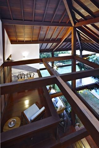 东南亚风格别墅二楼阳台