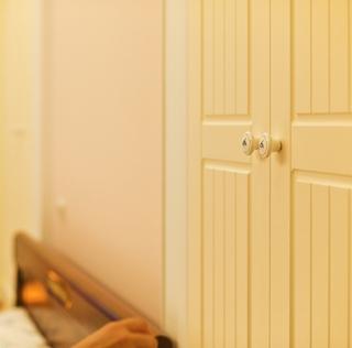 简约温馨三居室案例欣赏卧室室内门