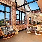 旧仓库改造的豪宅欣赏客厅过道