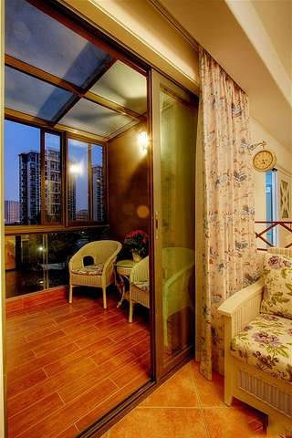 76平田园温馨两居欣赏阳台设计