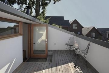 白色现代简约别墅欣赏露台