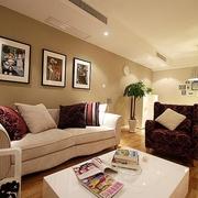 62平简约清新两居室欣赏客厅照片墙