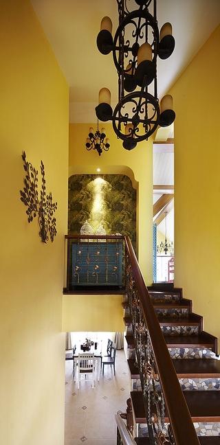 155平混搭别墅欣赏楼梯间设计