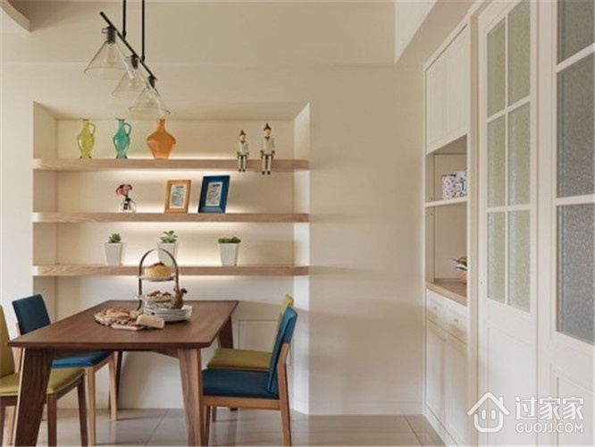 田园餐厅餐桌摆放图 打造温馨三口之家