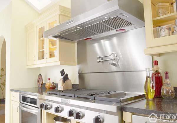 厨房和阳台是相连相通,装修出不一样的阳台厨房