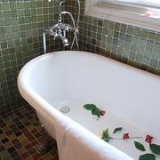 欧式田园风白色浴缸