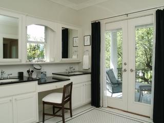 清爽白色美式别墅欣赏洗手间
