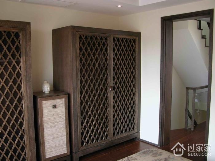 东南亚复式卧室衣柜