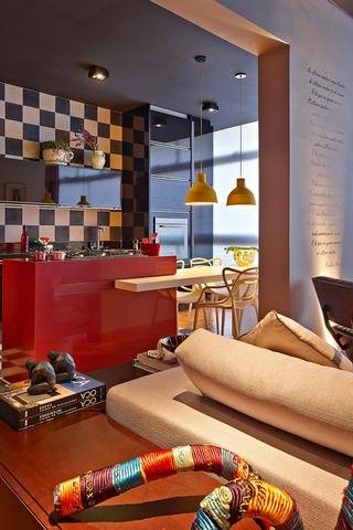现代舒适彩色公寓欣赏厨房