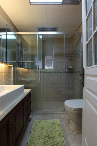 美式风三居室雅居欣赏卫生间吊顶