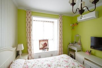 清新卧室窗帘装饰图 打造温馨三口之家