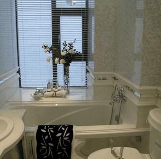 白色简欧样板房欣赏卫生间