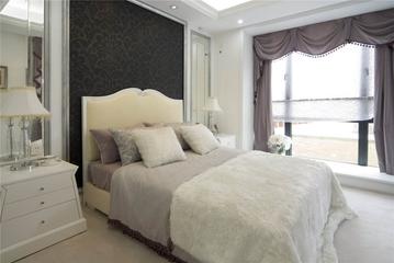 124平欧式三居室欣赏卧室背景墙效果