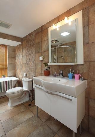 77平简约两居设计欣赏卫生间背景墙