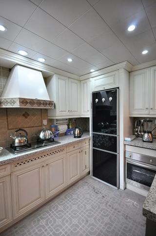 102平美式三居室欣赏厨房吊顶