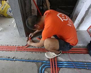 水电安装走天花好,还是走地面好?